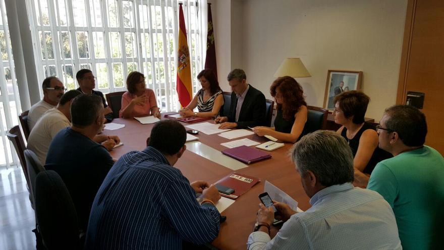 Podemos y la Plataforma de la Sanidad Pública de Murcia se han reunido en la Asamblea Regional