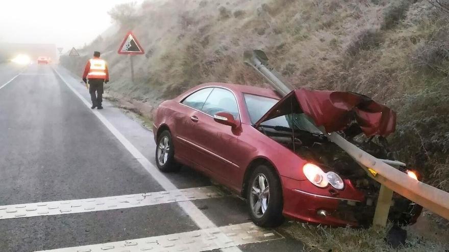 Cuatro accidentes en las últimas horas en Navarra por hielo en la carretera