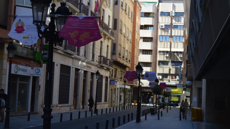 Carteles en las calles del congreso de tauromaquia de Cospedal / Foto: Javier Robla