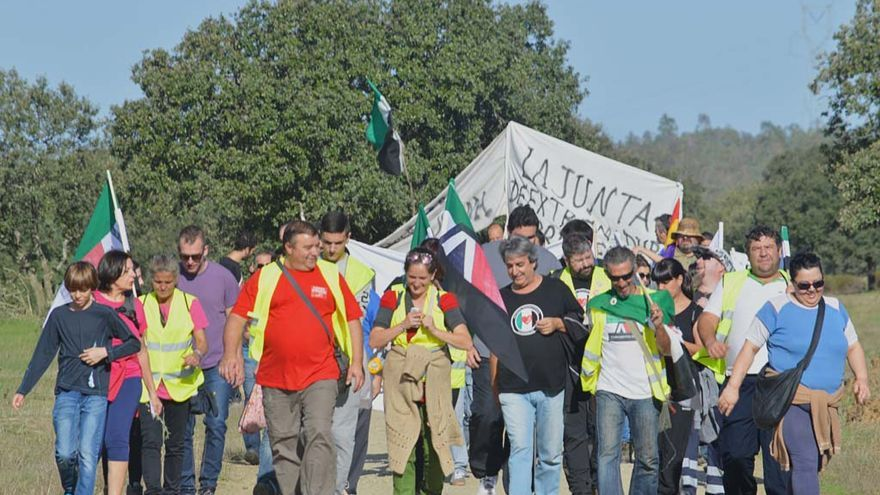 El Campamento Dignidad en su camino hacia la finca de Arias Cañete. \ Ignacio Tudela