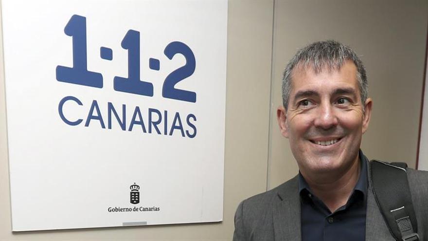 El presidente del Gobierno de Canarias, Fernando Clavijo, a su llegada a la reunión convocada por el Ejecutivo canario del comité asesor del Plan Especial de Protección Civil por Contaminación Marina (Pecmar).