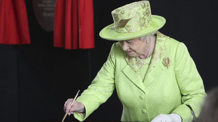 """Isabel II celebra la """"paz continua"""" en Irlanda del Norte en su centenario"""