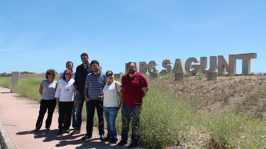 Ignacio Blanco con parte de la dirigencia de EU, en Parc Sagunt, presentado sus propuestas para generar empleo.