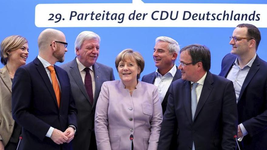 La CDU de Merkel descarta una subida de impuestos en caso de ganar las de elecciones 2017