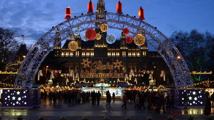 Villancicos y bolardos: la seguridad marca los mercadillos navideños de Viena