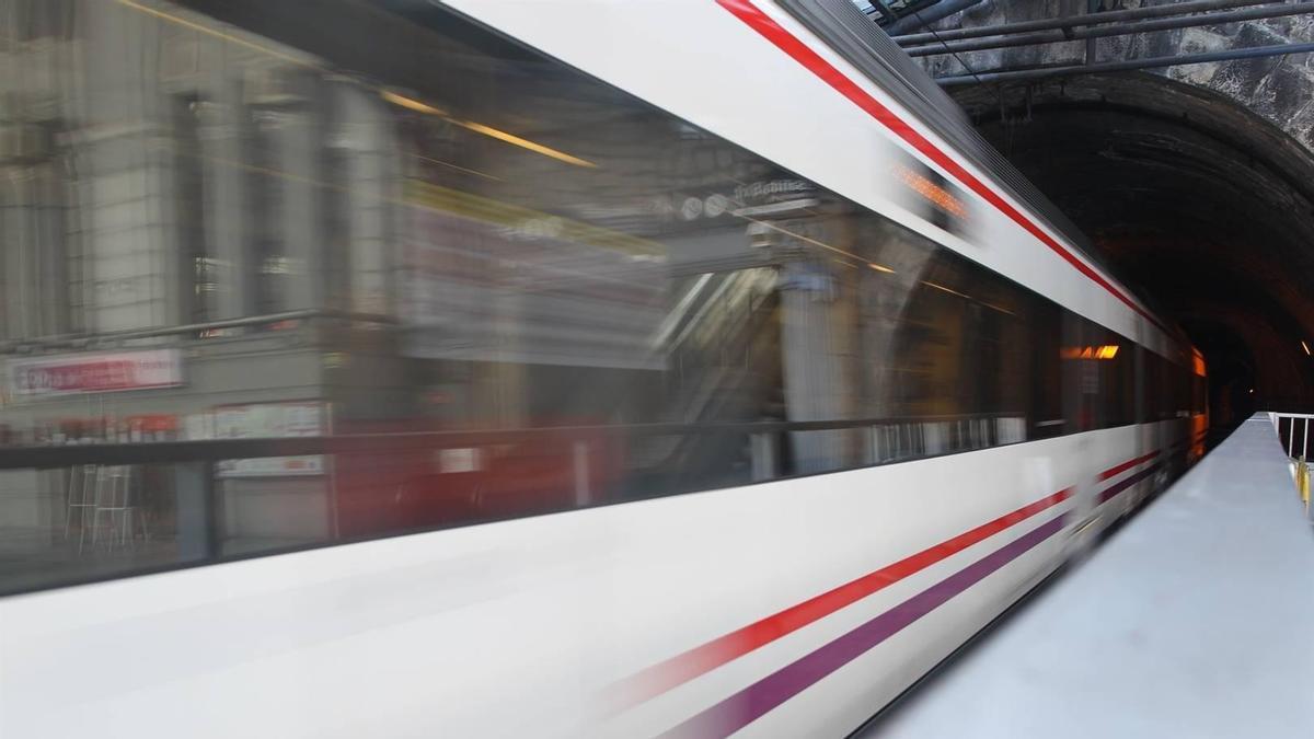Imagen de archivo de un tren de cercanías / Europa Press