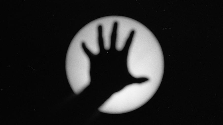Hand Silhouette | Emanuel Santos vía Flickr