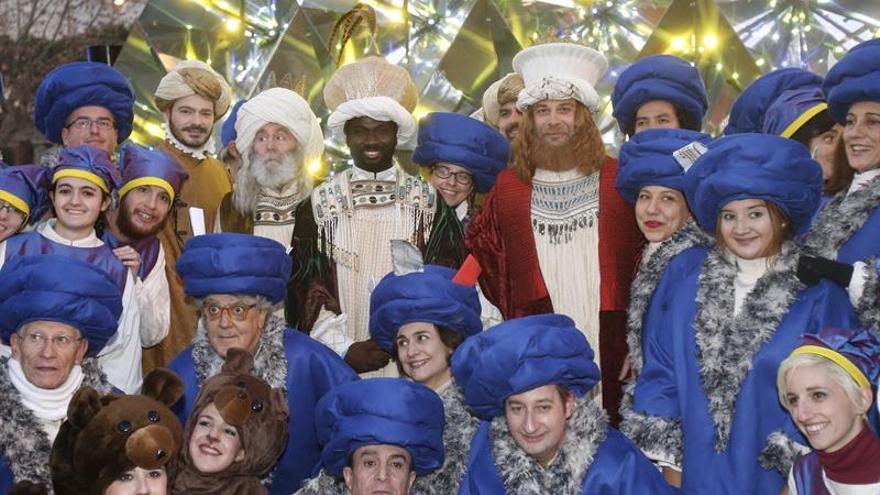 Los Reyes Magos recuperan su vestimenta clásica en la cabalgata de Madrid