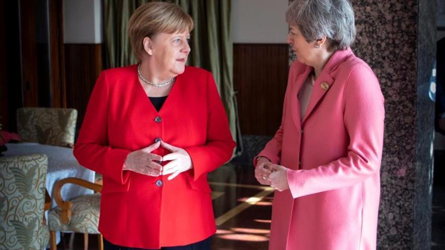 "La primera ministra británica habla del ""brexit"" con Merkel"