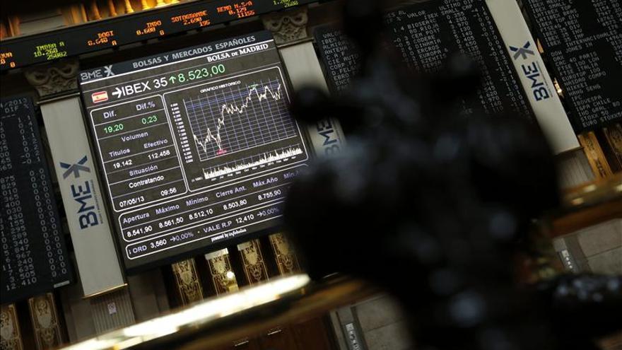 El IBEX abre plano, y cede el 0,01 por ciento, pese al alza de los grandes valores