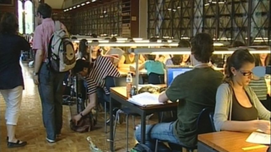 Estudiantes biblioteca