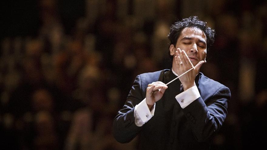 El director de orquesta Andrés Orozco-Estrada, durante un concierto
