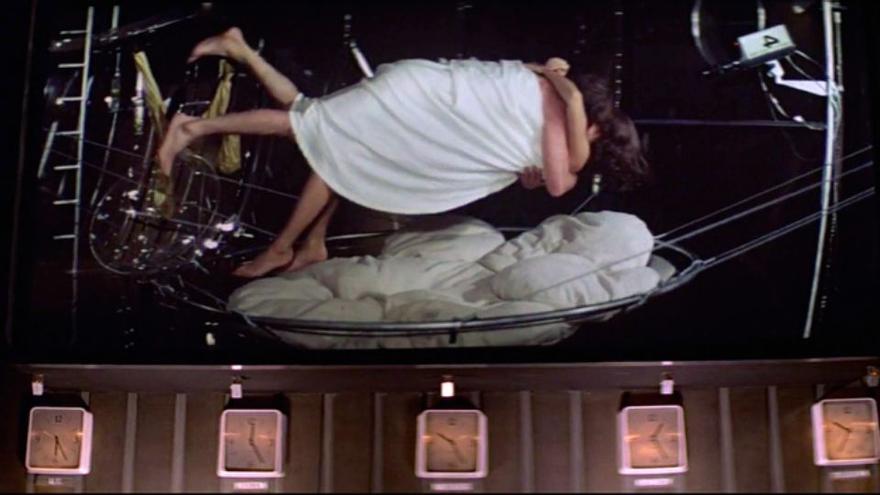 James Bond practicando sexo espacial en 'Moonraker'