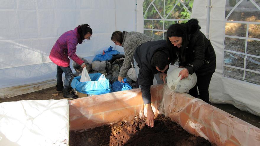 Socios de la Cooperativa trabajando. FOTO: CECAP