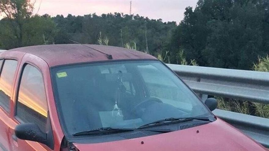 Detenida mujer por conducir bebida, en dirección contraria y sin rueda