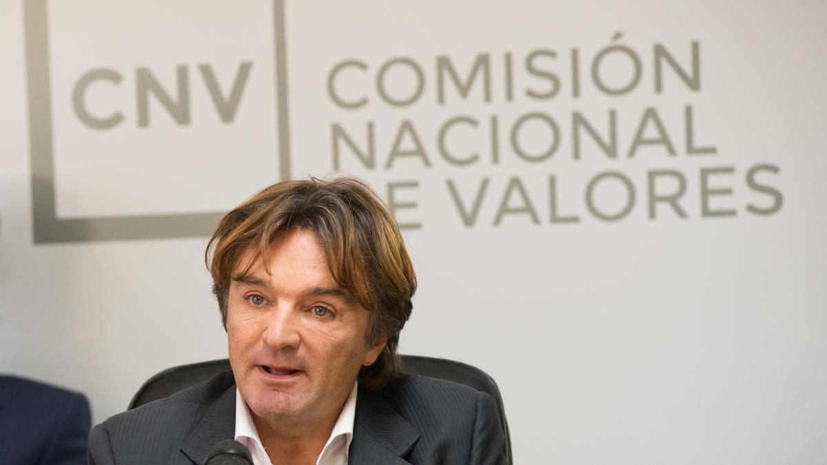 Adrián Cosentino, presidente de la CNV, es uno de los firmantes de la multa a Clarín