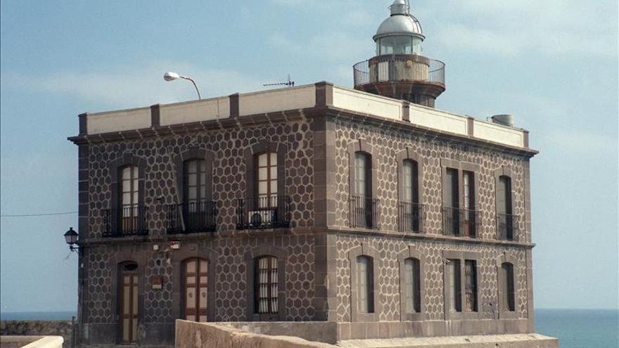 El Baluarte de la Concepción, en un extremo el Faro de Melilla. / Efe.