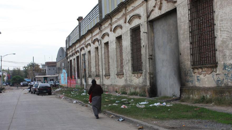 Naves industriales y el Riachuelo limitan la Villa 21-24 del barrio de Barracas, al sur de Buenos Aires. CANARIAS AHORA