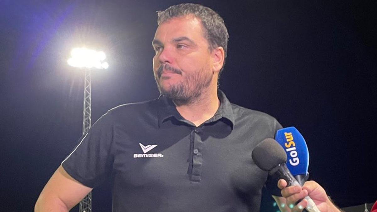 Antonio Jesús Cobos atiende a los medios de comunicación