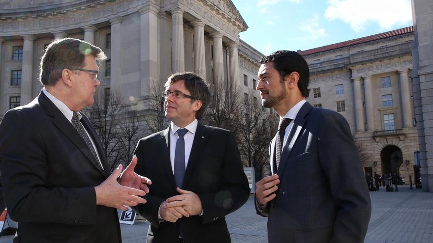 """Puigdemont pide a Rajoy ser como Suárez y """"resolver por vía política"""" el proceso soberanista"""