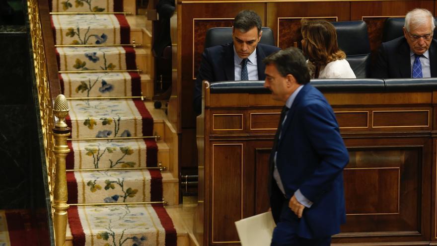 Aitor Esteban, portavoz del PNV, tras su discurso en el debate de investidura de Pedro Sánchez, Foto: Marta Jara