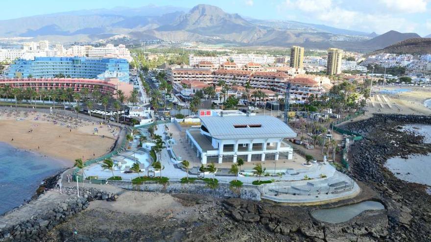 El Ayuntamiento de Arona precinta por cuarta vez el centro comercial de El Camisón por realizar obras sin licencia