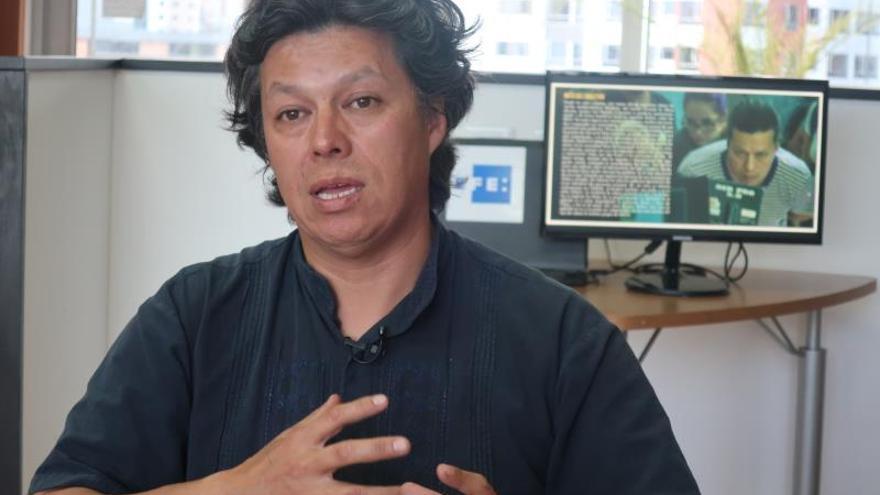 El cineasta ecuatoriano Paúl Venegas habla el pasado viernes 17 de enero durante una entrevista con Efe, en Quito (Ecuador).