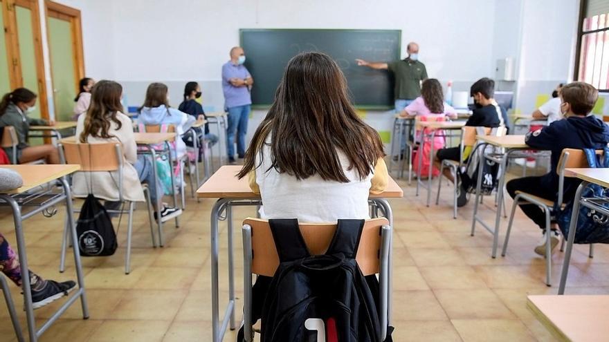 Canarias registra 304 casos positivos de coronavirus entre el alumnado y 55 positivos en los docentes