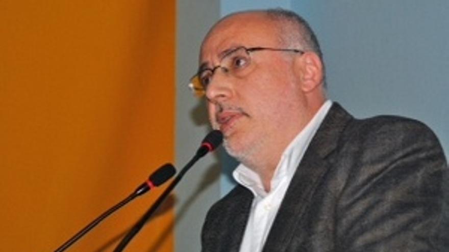 Antonio Morales, en la asamblea de Roque Aguayro celebrada este lunes.
