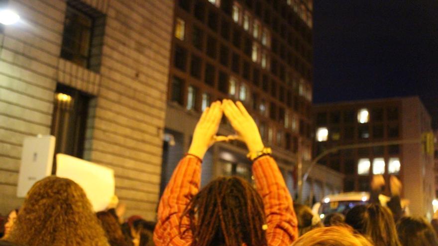 El símbolo feminista frente al Ministerio de Sanidad, Sevicios Sociales e Igualdad / MB