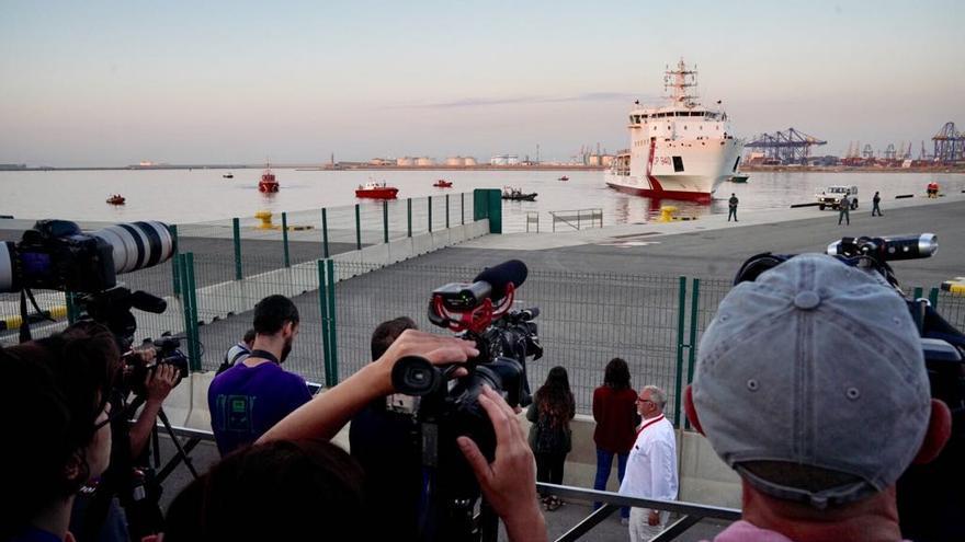 Trabajos de atraque del Dattilo en el puerto de Valencia
