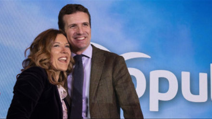 La candidata popular a la Alcaldía de Huesca, Ana Alos, junto al presidente del PP, Pablo Casado