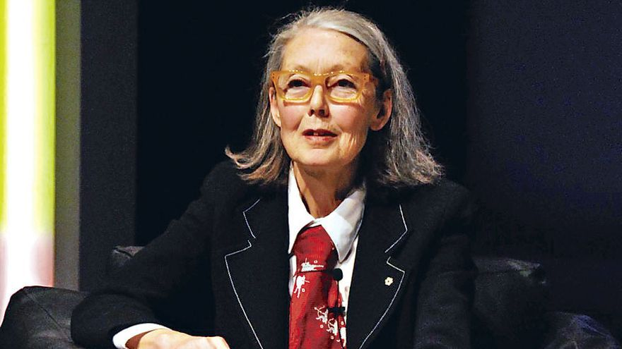 La canadiense Anne Carson encabeza las quinielas