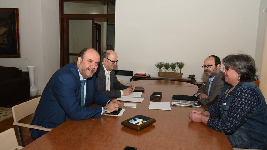 El vicepresidente se ha reunido este lunes con responsables del Partido Castellano