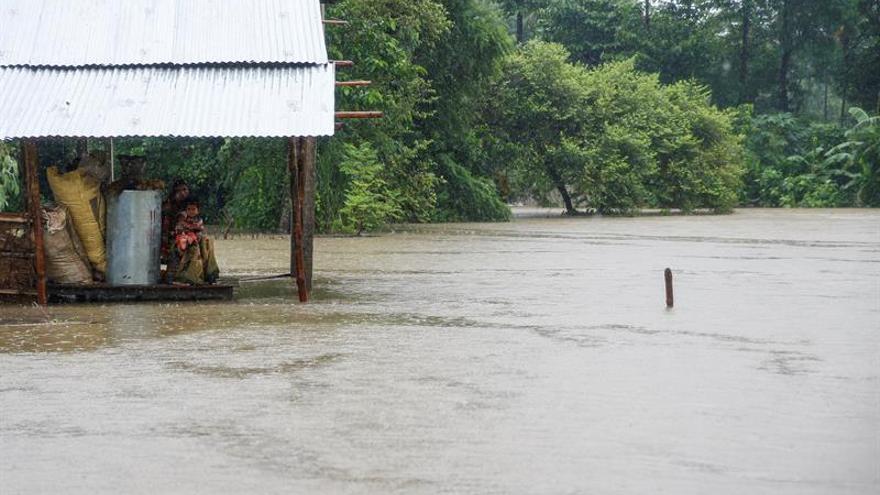 """La """"mayor parte"""" de los turistas españoles en Nepal abandonan la zona inundada"""