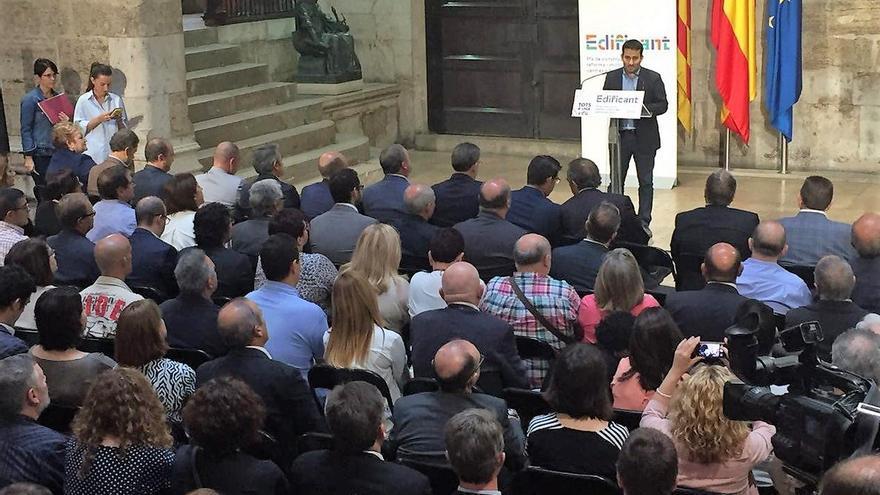 El conseller de Eduación, Vicent Marzà, presenta el programa 'Edificant' en el palau de la Generalitat