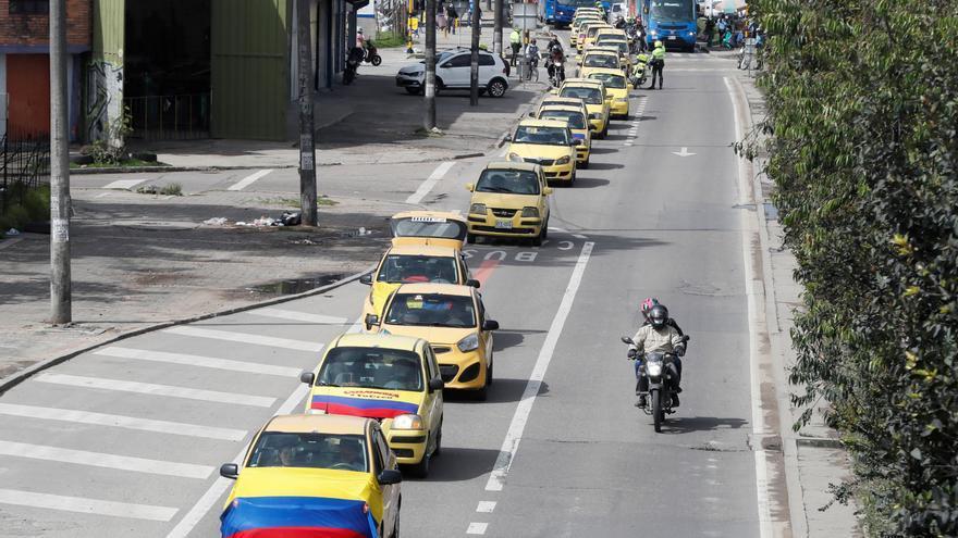 Taxistas y camioneros prolongan las protestas contra el Gobierno en Colombia