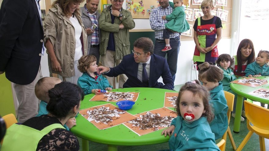 Feijóo, en una escuela infantil / XOÁN CRESPO