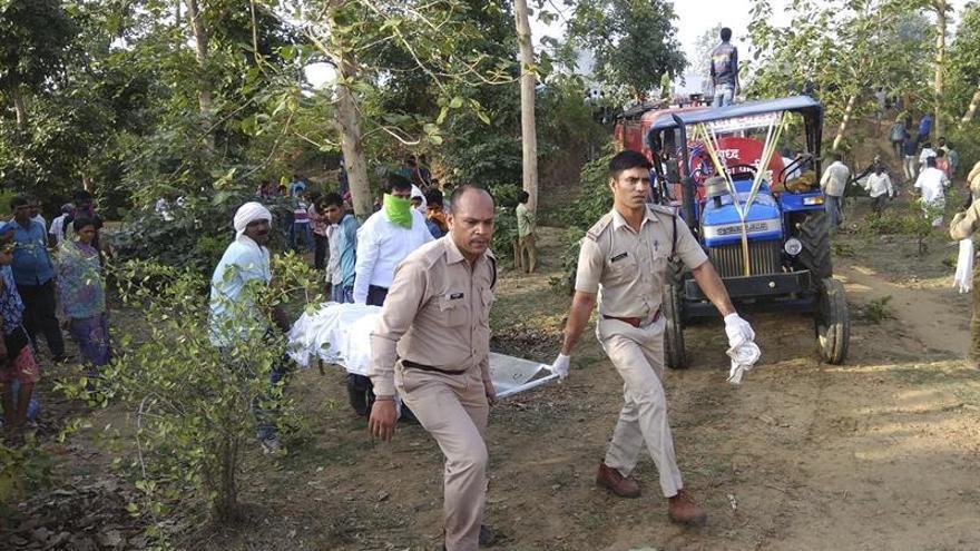 Suben a 25 los muertos por la explosión en una fábrica de pirotecnia en la India