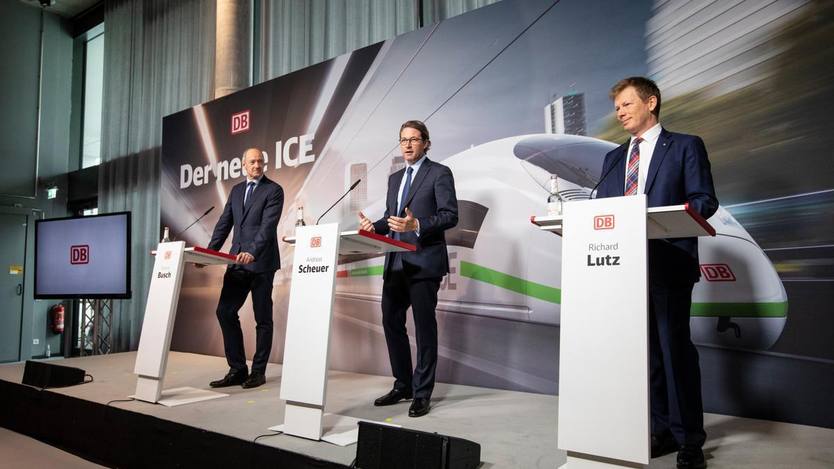Directivos de Deutsche Bahn en una presentación de la compañía.