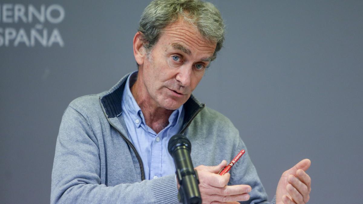 El director del Centro de Alertas y Emergencias Sanitarias (CCAES), Fernando Simón durante una rueda de prensa convocada ante los medios, a 12 de abril de 2021, en el Complejo de La Moncloa, Madrid, (España).
