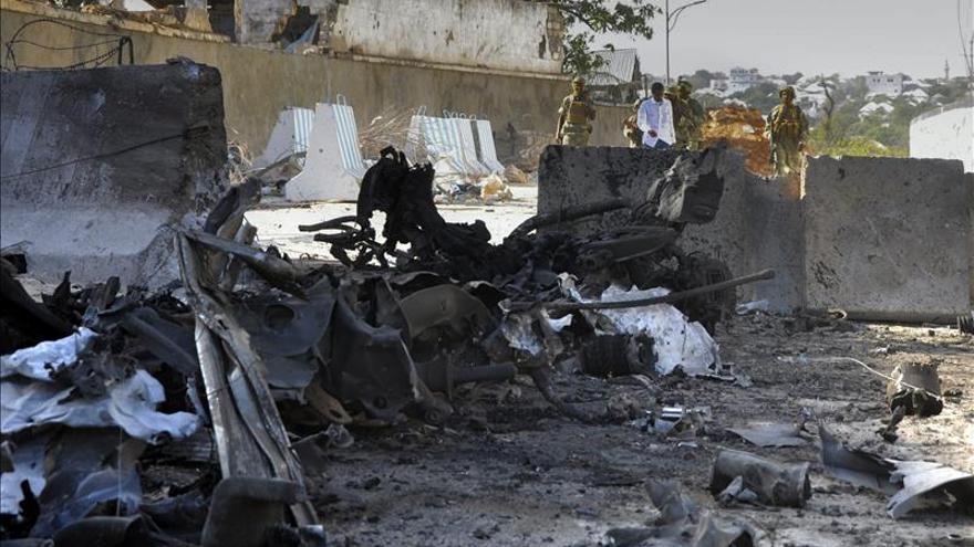 Al menos 15 muertos por un atentado suicida en un céntrico hotel de Mogadiscio