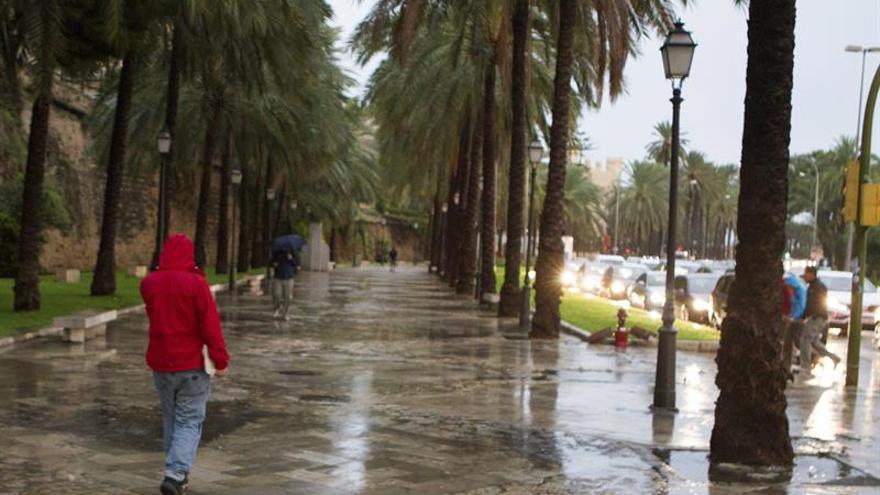 Alerta naranja en Mallorca y Menorca por lluvias y tormentas