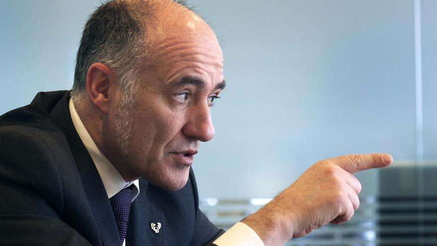 El rector de la UPV, Iñaki Goirizelaia, durante la entrevista.