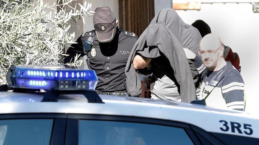 Hallan el cuchillo con el que se asesinó a un hombre en un garaje en Valencia