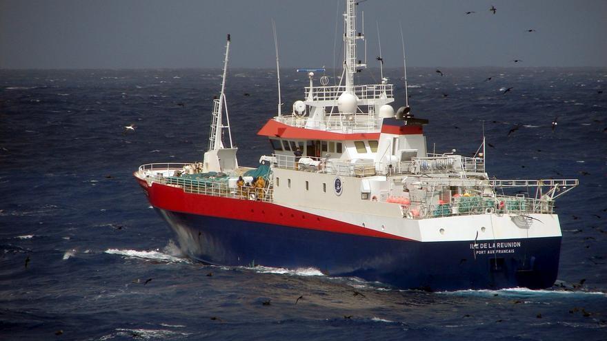 Australia veta por dos años las actividades de grandes pesqueros de arrastre