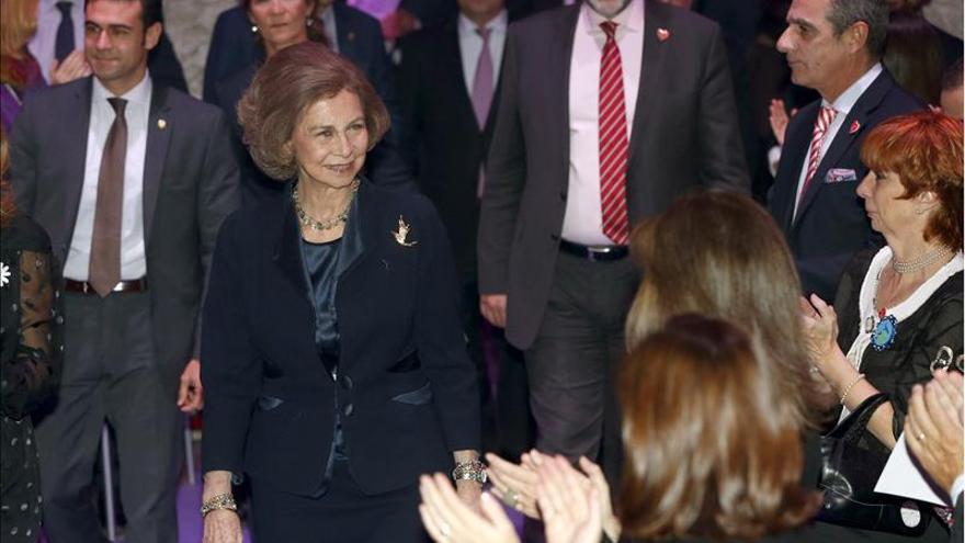 Doña Sofía recibe el premio especial Seguro 2015 por su trayectoria solidaria
