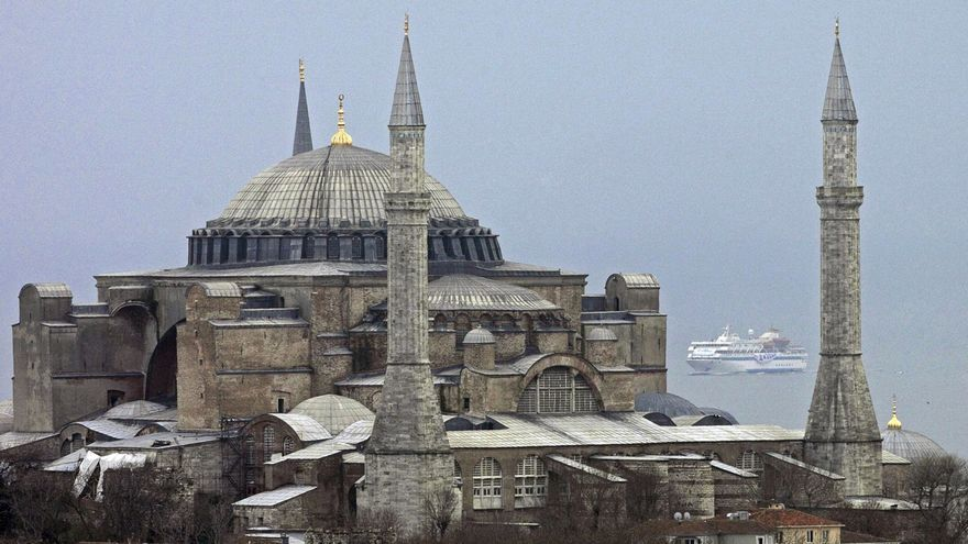 Silueta de la basílica de Santa Sofia.