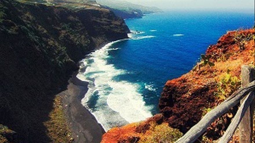 Panorámica de la playa de Nogales, en la costa de Puntallana. Foto: facebook Ayuntamiento de Puntallana.