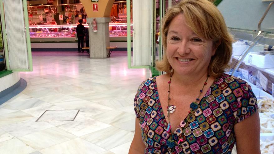 Susana Frommknecht, en el pasillo central del mercado de Santo Domingo.